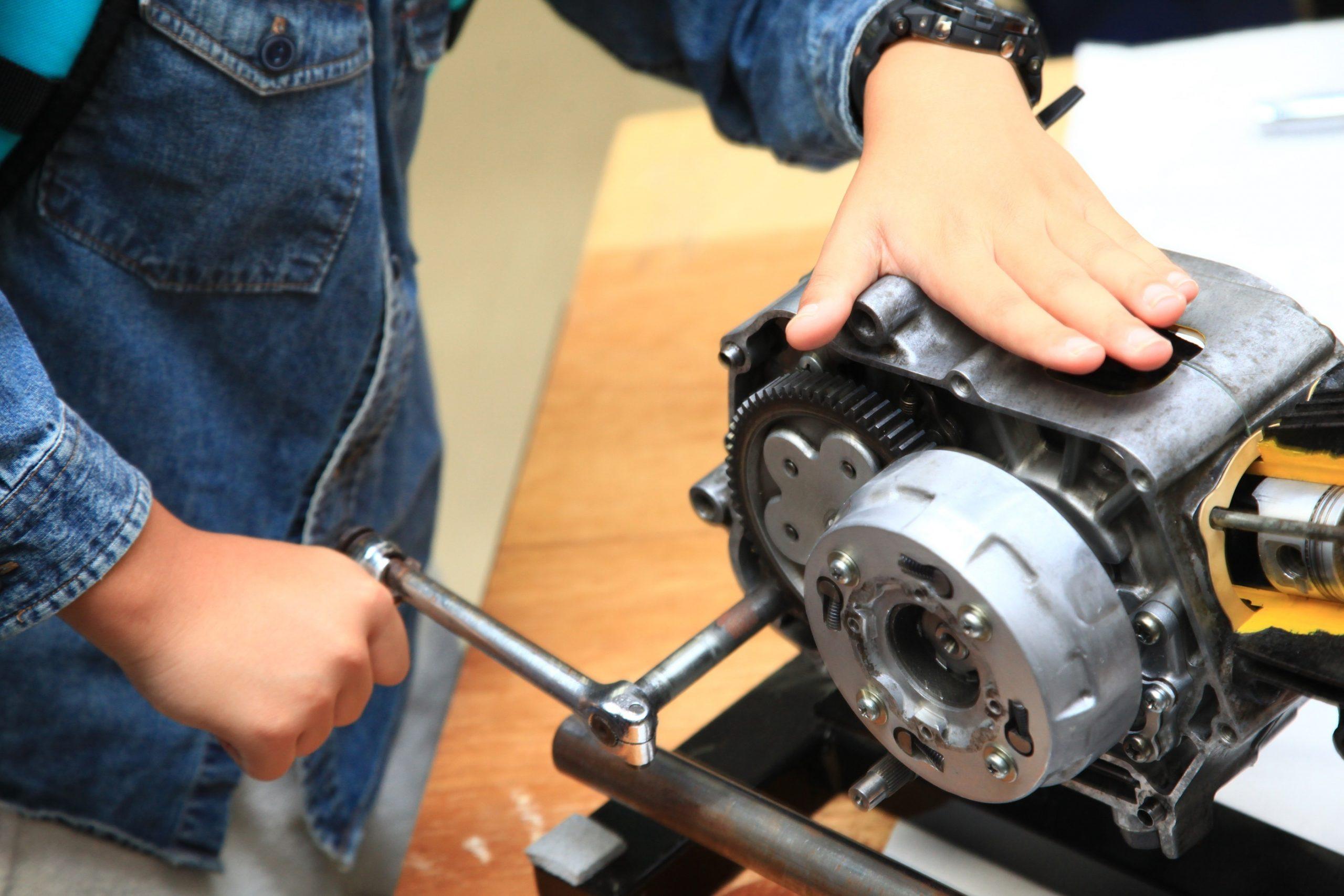 【No.10-1】エンジンの分解・組立を体験してみよう!(名車ホンダスーパーカブ50㏄エンジンに触れて)